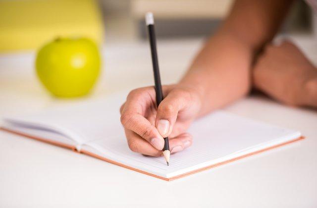 كتابة مقالات المنح الدراسية